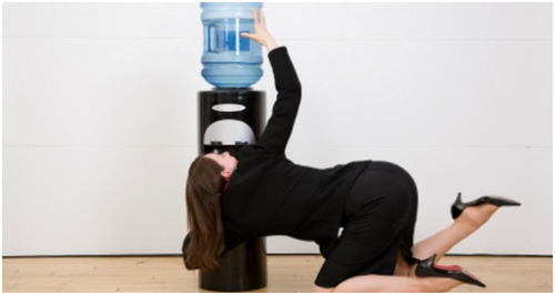Минфин не будет облагать налогом воду, которую офисные работники пьют из корпоративного кулера